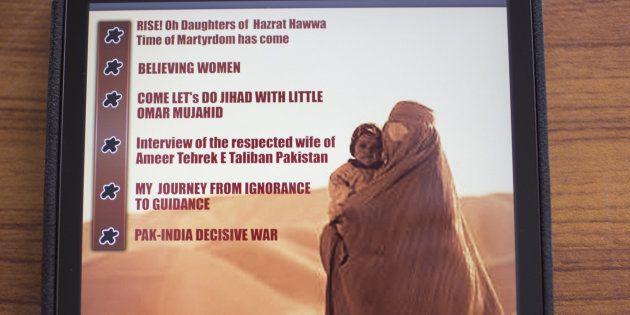 Contraportada con el índice de la revista femenina 'Sunnat-e-Khaula' lanzada por los