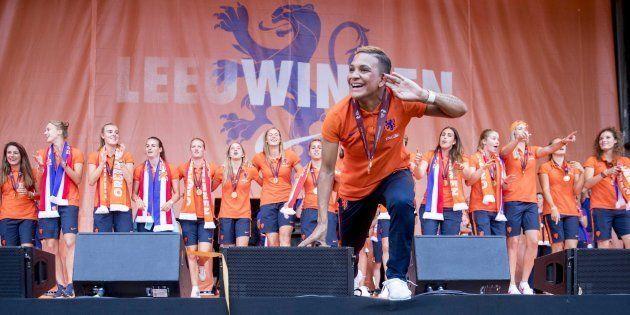 El equipo femenino holandés de fútbol celebra su Eurocopa en