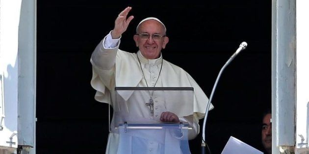 El papa Francisco, saludando a los fieles de la Plaza de San Pedro el pasado 9 de