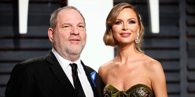 El productor Harvey Weinstein y su entonces mujer, la diseñadora Georgina Chapman, en la fiesta Vanity...