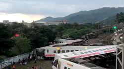 Al menos 17 muertos al descarrilar un tren en