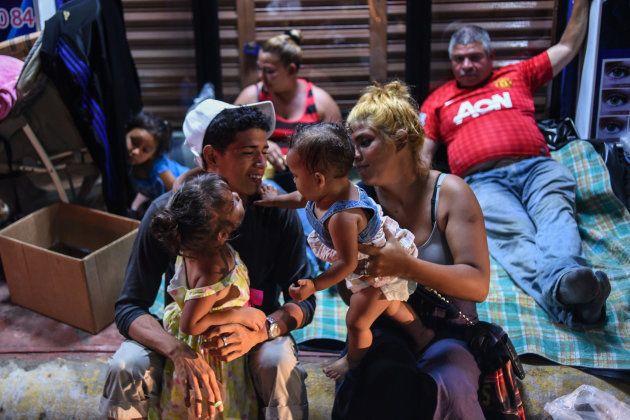 Una familia descansa en Chiapas,