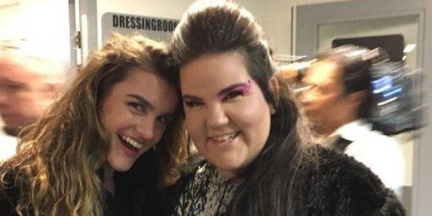 El genial montaje de Paquita Salas con esta foto de Amaia y la ganadora de Eurovisión