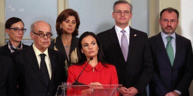 La canciller de Panamá Isabel Saint Malo habla acompañada de sus homólogos de Perú, Costa Rica, Colombia...