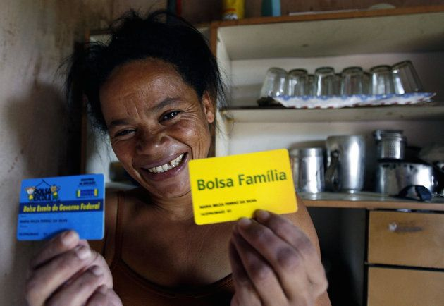 Serra Azul, BRAZIL: Brazilian Maria Nilza, 36, and mother of four, shows her 'Bolsa Familia' social plan...