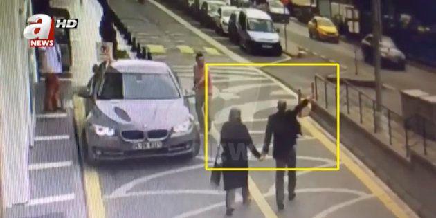 Imagen de archivo del periodista Khashoggi y su mujer, camino del