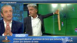 Pedrerol se avergüenza en directo de Rafa Guerrero por querer comprobar un fuera de juego con una
