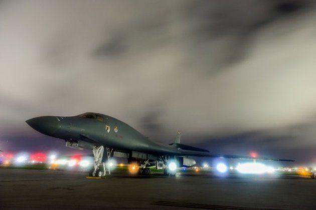 Un bombardero estratégico B-1B Lancer, en la base aérea de Anderson, en