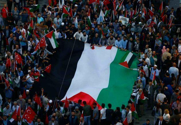 En Turquía numerosos islamistas se han manifestado en contra de Israel y a favor de
