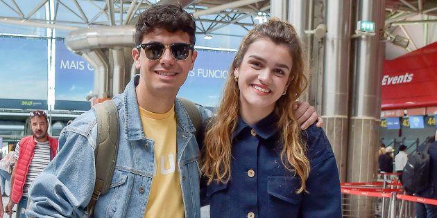 Alfred García y Amaia Romero, en el aeropuerto de Lisboa el 13 de mayo de