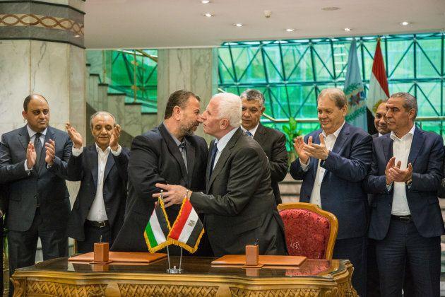 Firma del acuerdo de reconciliación entre Fatah y Hamás en El Cairo, el año