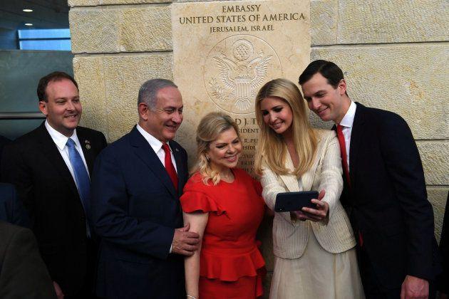 El primer ministro israelí Benjamin Netanyahu y su esposa Sara junto a Ivanka Trump y su marido Jared...