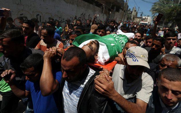 Funeral de uno de los palestinos muertos en la franja de