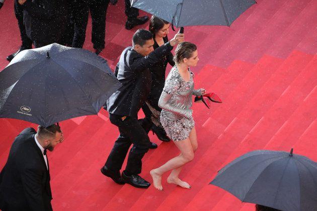 Kristen Stewart se rebela contra la alfombra roja de Cannes y se quita los