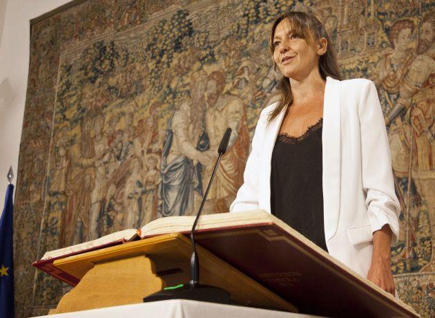 La representante de Podemos Inmaculada Herranz, prometiendo el