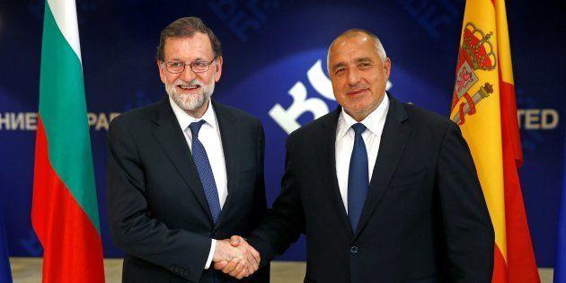 El presidente del Gobierno, Mariano Rajoy, recibido por el primer ministro búgaro, Boiko Borisov, hoy...