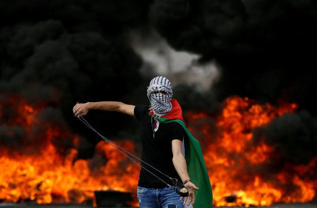 Un manifestante palestino, durante una marcha por la Nakba cerca del asentamiento judío de Beit El, próximo...