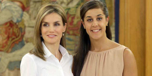 La reina Letizia con la jugadora de bádminton Carolina Marín durante una audiencia en el Palacio de la...