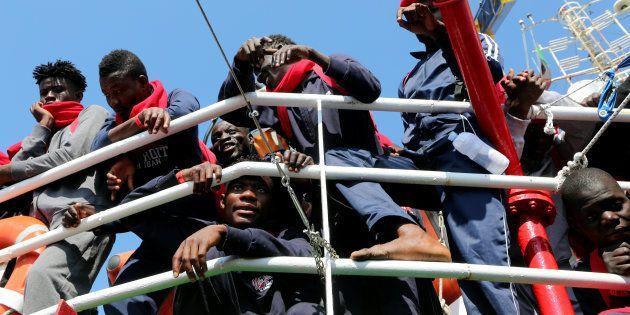 Un grupo de migrantes, rescatados el pasado junio en el Mediterráneo por Save The