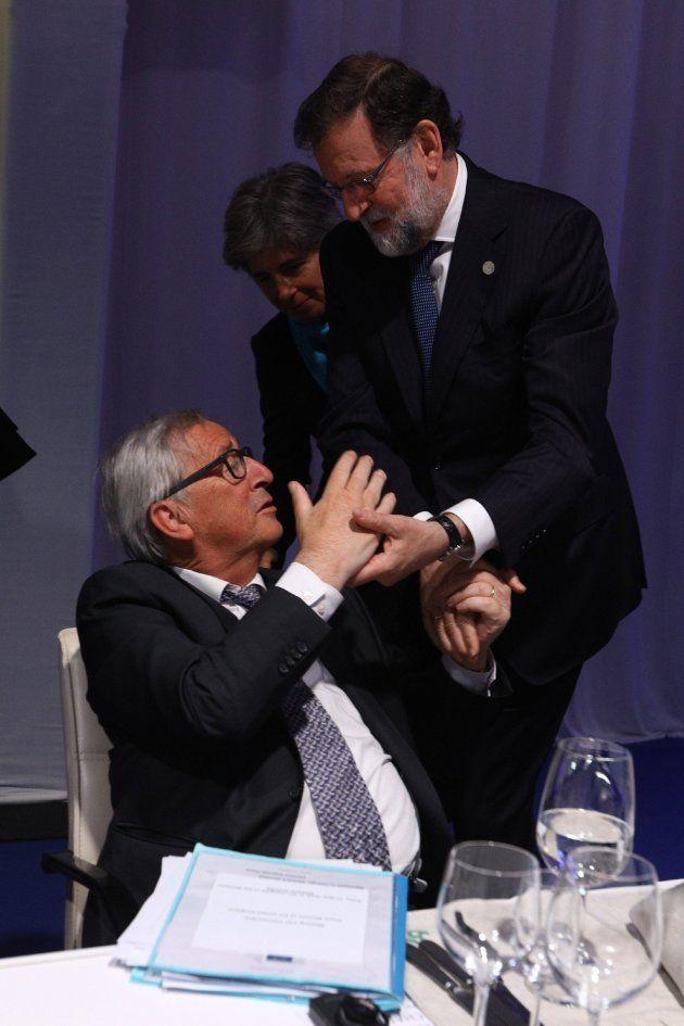 Juncker y Rajoy, durante la cena informal con líderes europeos con motivo a la