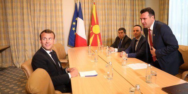 El presidente de Francia, Emmanuel Macron, en un encuentro con el primer ministro de Macedonia, Zoran...