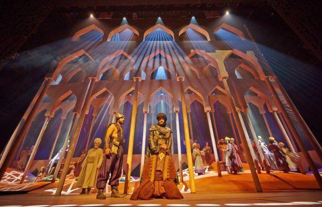 Escena de 'El Médico', el musical basado en la novela de Noah