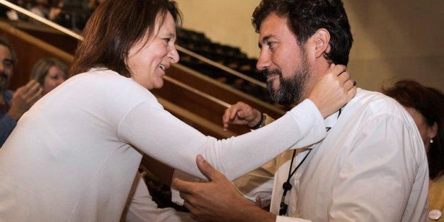 Los diputados de Unidos Podemos Carolina Bescansa (i) y Antón Gómez-Reino (d), que rivalizan por el liderazgo...