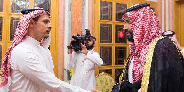 SalahKhashoggi saluda al príncipe Mohamed bin Salman, el pasado 23 de octubre, en