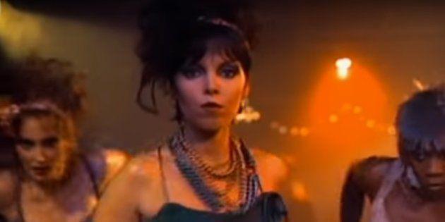 Captura del videoclip de 'Love Is A