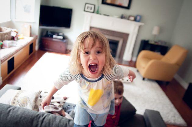 Seis errores que pueden convertir a tu hijo en un