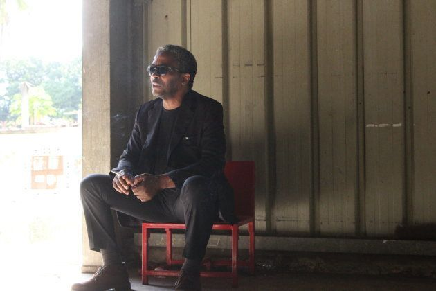 Simon Njami en un momento de descanso del festival. Imagen: Marcos