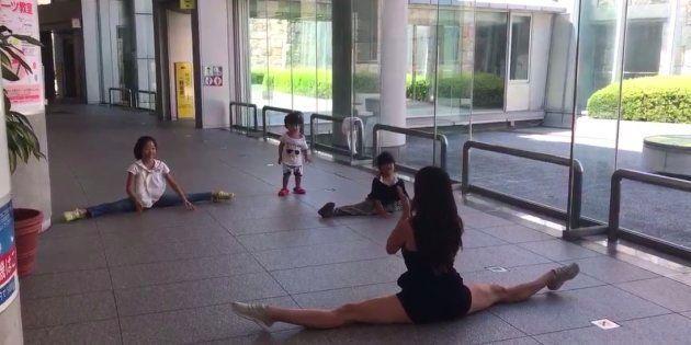 El maravilloso encuentro de Almudena Cid con una niñas en
