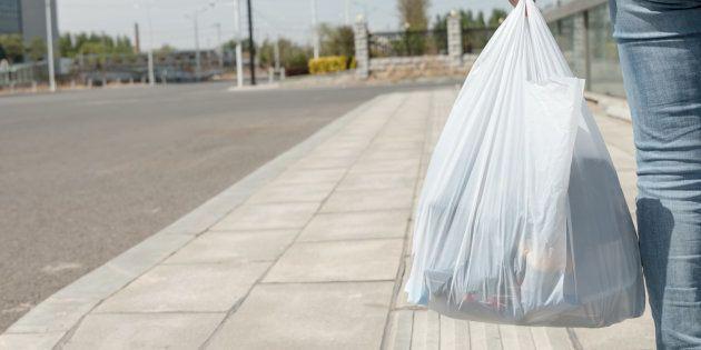 España prohibirá las bolsas de plástico en 2021 y las cobrará de forma obligatoria desde el 1 del