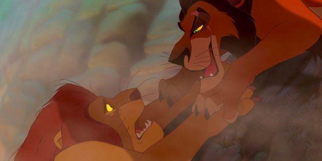 Dos gatos recrean la escena más mítica de 'El Rey León' y no podrás para de