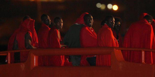 Un grupo de 26 inmigrantes de origen subsahariano, llegando a Almería después de ser rescatados por Salvamento...