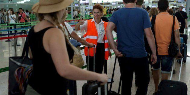 El segundo día de huelga indefinida de los trabajadores de seguridad de Eulen en el Aeropuerto de El