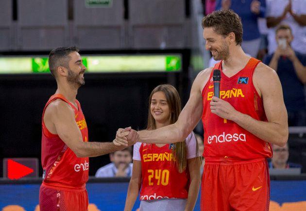 Gasol le da la enhorabuena a su amigo Navarro por superar el récord de