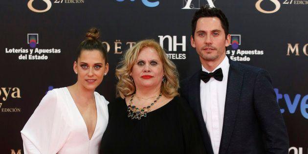 Paco León felicita el cumpleaños a su madre con una antigua imagen junto a María