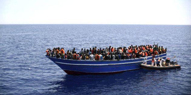 Rescatadas 139 personas de tres pateras en aguas del Estrecho y localizadas otras tres