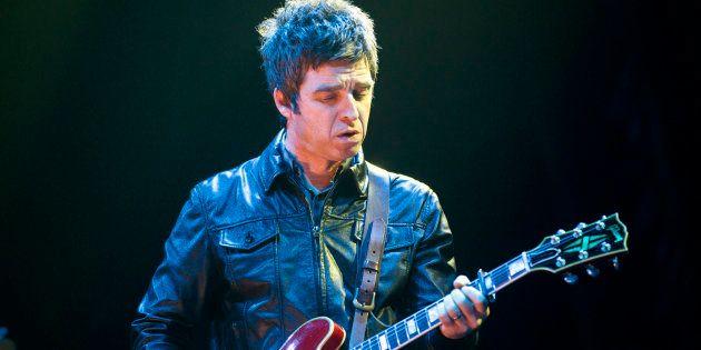 Noel Gallagher durante un concierto en Berlín