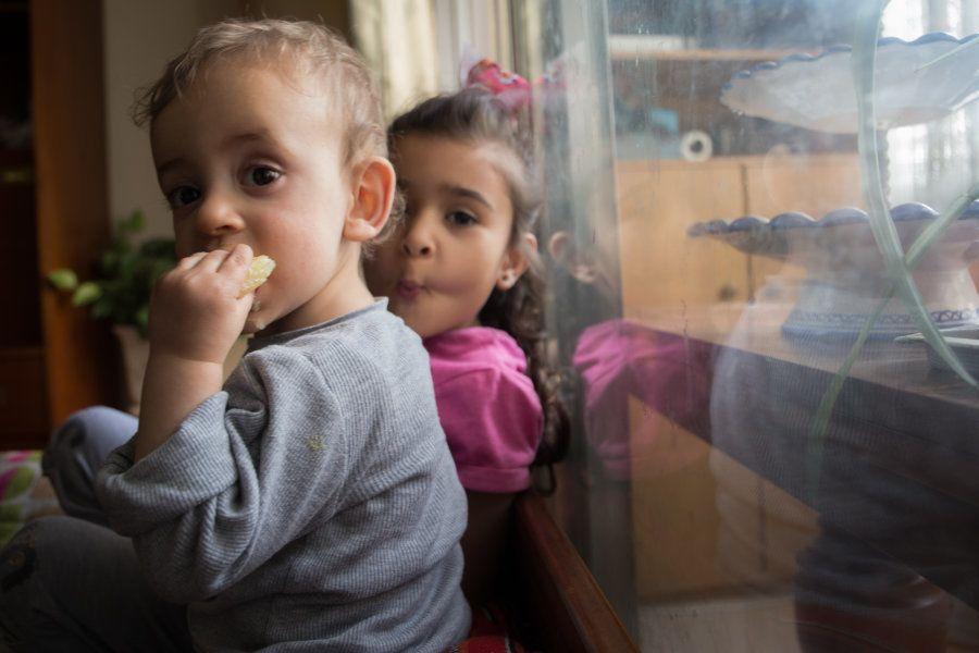 Abdalá y Ayaal, en el piso de Carabanchel (Madrid) donde