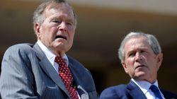 Los expresidentes Bush hacen lo que Trump es incapaz de