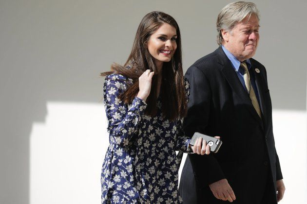 La hasta ahora portavoz de comunicaciones de la Casa Blanca, Hope Hicks, y al estratega jefe, Steve Bannon,...