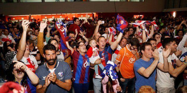 El Huesca hace historia y jugará por primera vez en Primera