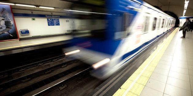 Metro de Madrid instalará 2.200 cargadores USB en