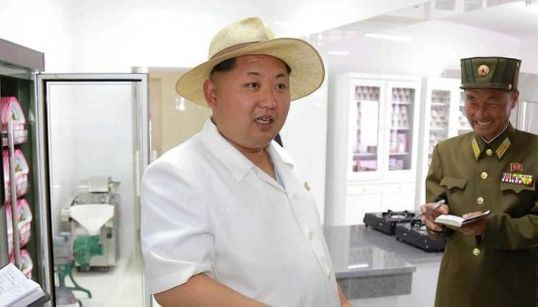 ¿Qué tiene que ver Hello Kitty en esta foto de Kim Jong-Un? Más de lo que