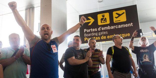 Trabajadores de Eulen protestan en la T2 del Aeropuerto de Barcelona-El Prat en el tercer día de huelga