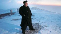 Kim Jong-un 'escala' el monte más alto de Corea con zapatos y abrigo