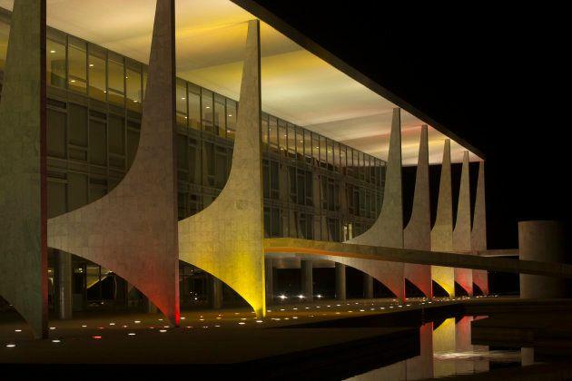 El mundo con Barcelona: varios monumentos se iluminan con la bandera española para apoyar a las