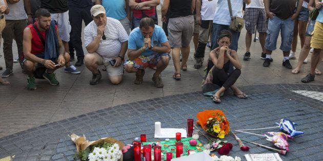 Esto sí que es Barcelona: la ciudad se llena de solidaridad contra el horror del